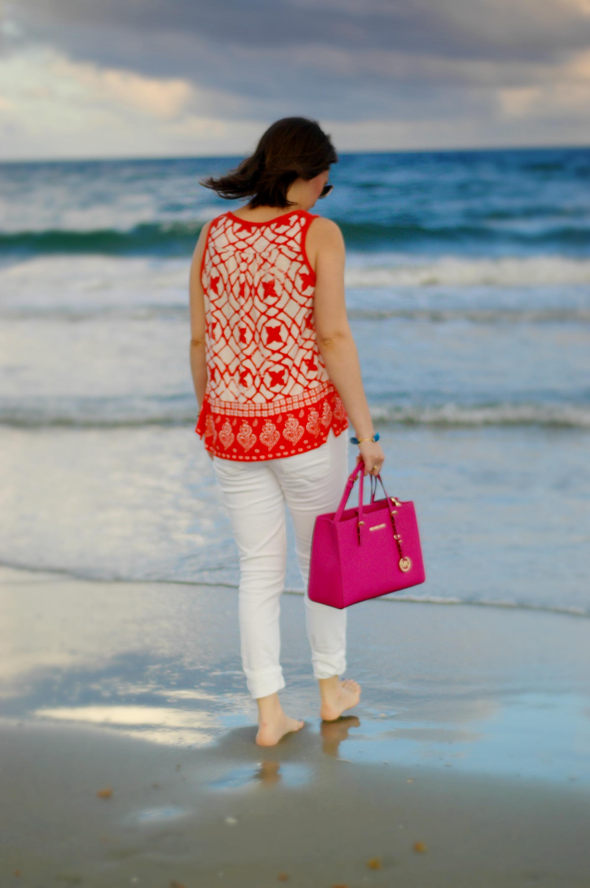 Beach Style: White Jeans with a Pop of Color