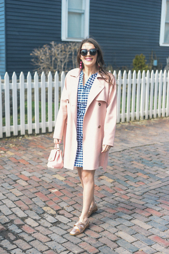 Navy Gingham Dress for Spring on AnExplorersHeart.com / Old Navy Gingham Dress / Pink Trench Coat Abercrombie & Fitch / Rose Gold Loafers / Pink Ball Drop Earrings